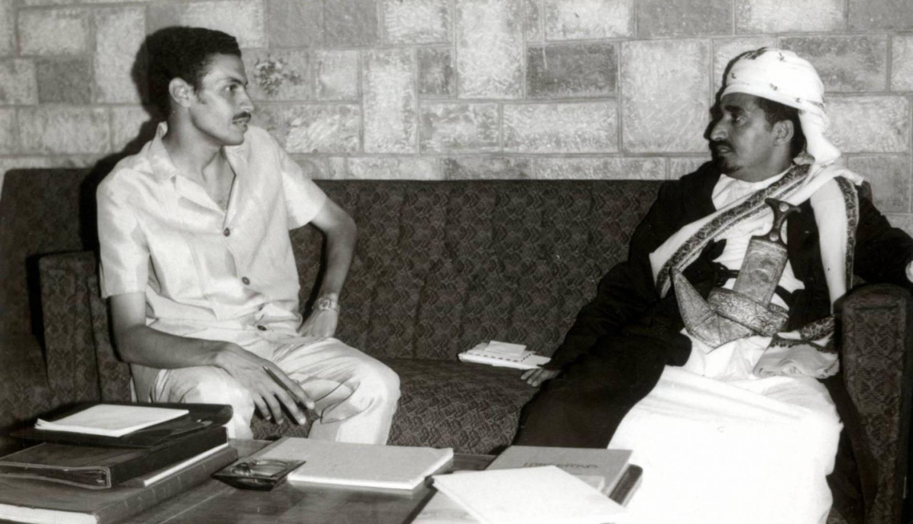 الشيخ عبدالله بن حسين الأحمر.. صوة أرشيفية