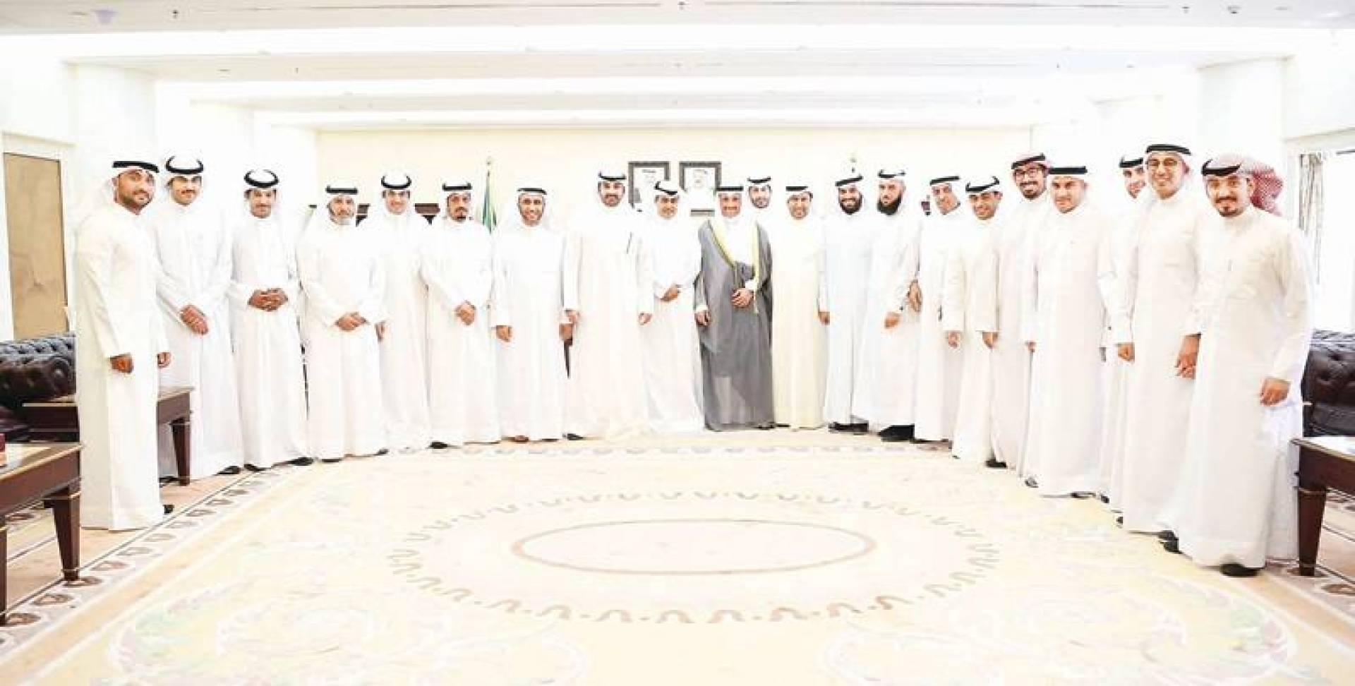 الغانم مع أ عضاء مجلسي  جمعيتي المحامين وجمعية الشريعة الطلابية