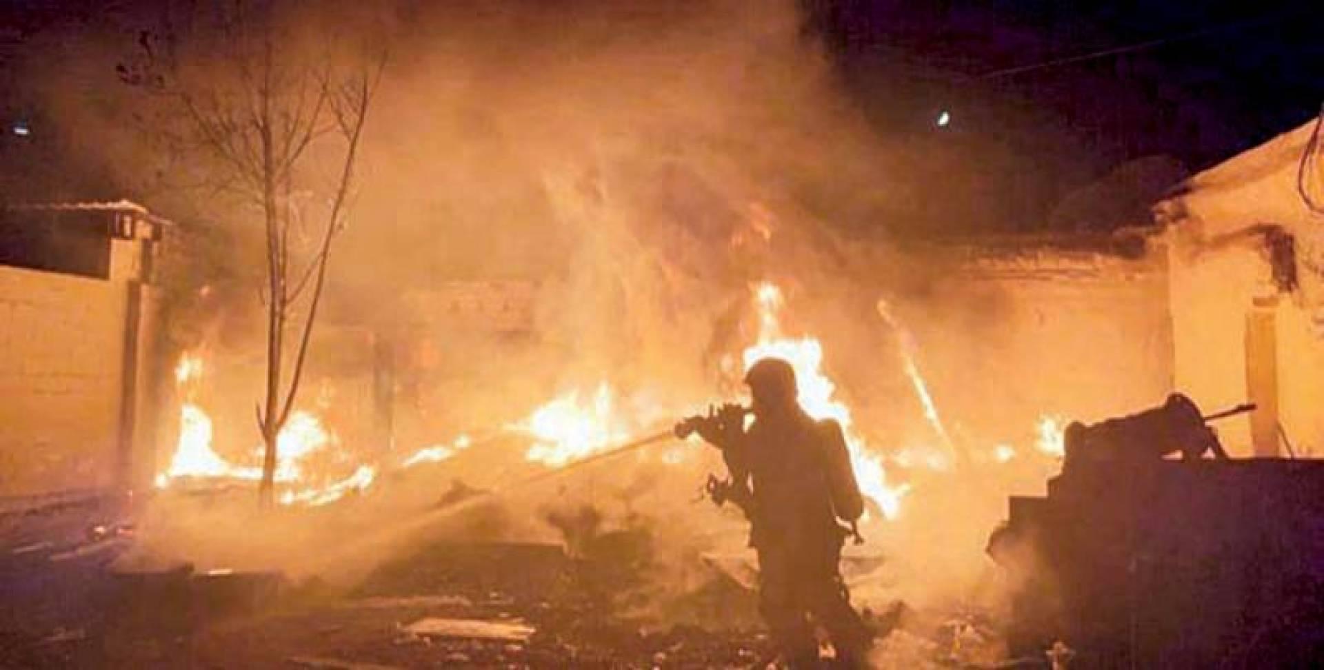 جانب من عملية مكافحة الحريق   | الإطفاء