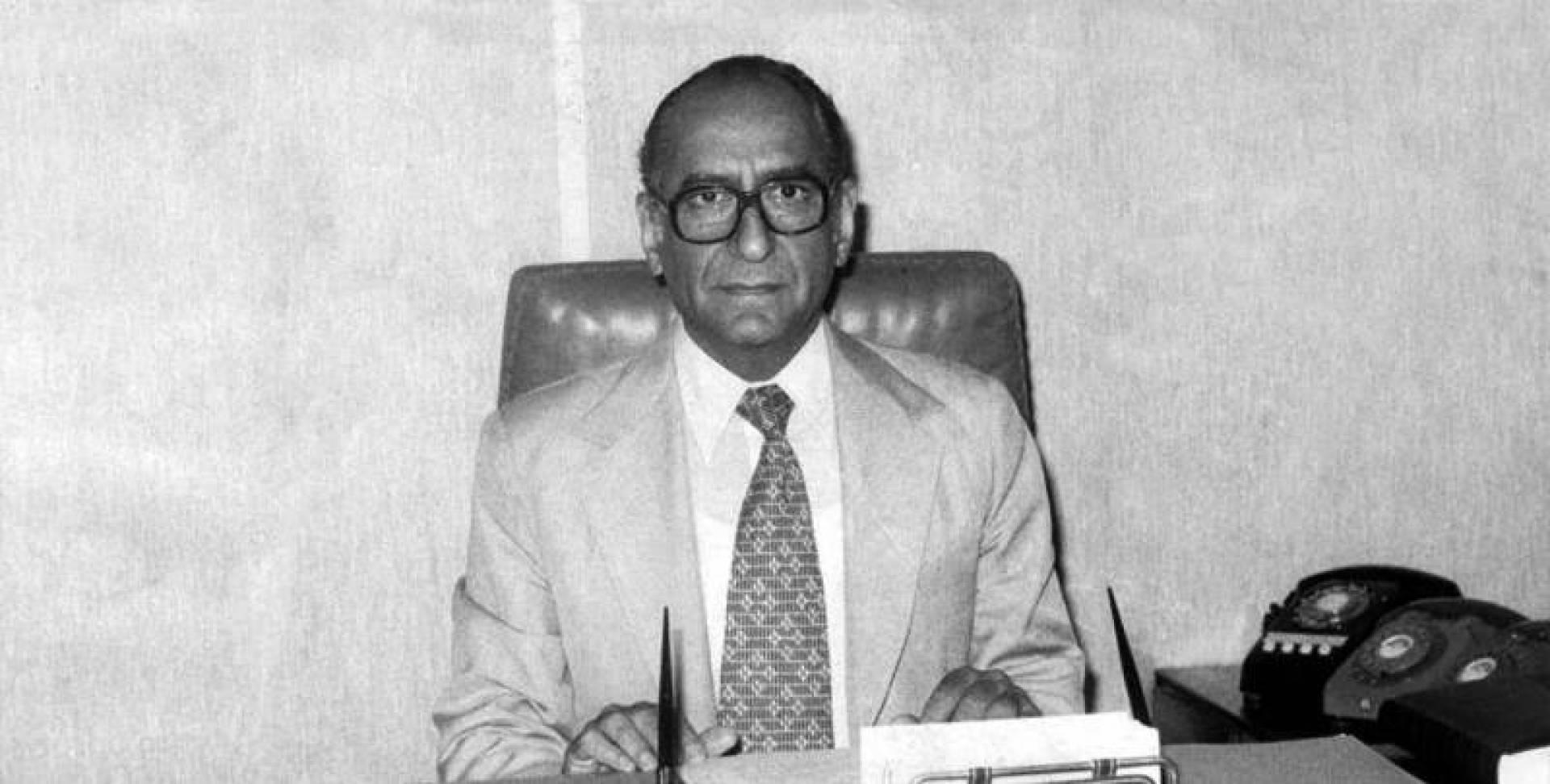 عبدالعزيز حسين.. أرشيفية