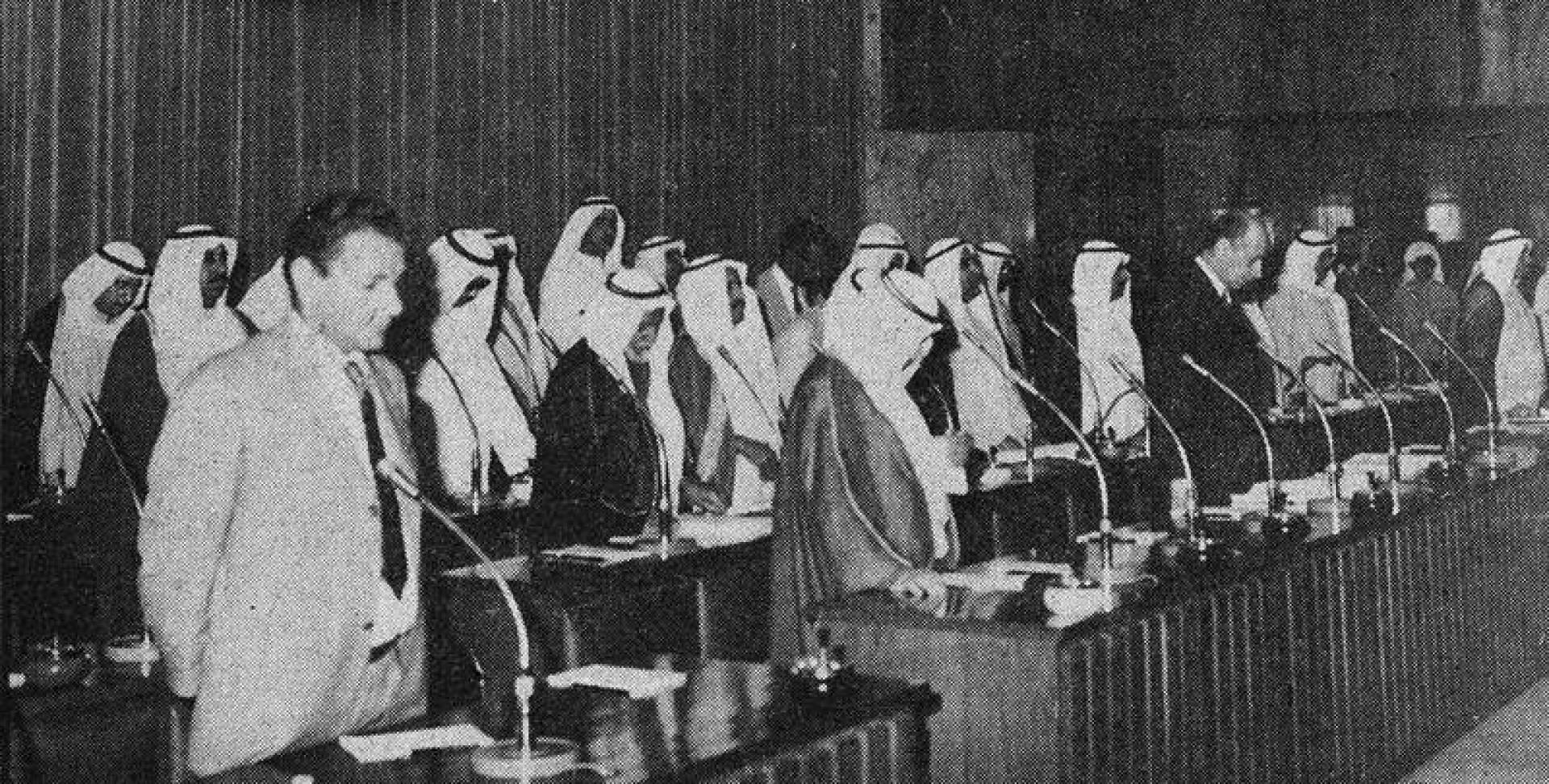 الوزراء والنواب يقفون دقيقة على أرواح الشهداء في لبنان.. أرشيفية