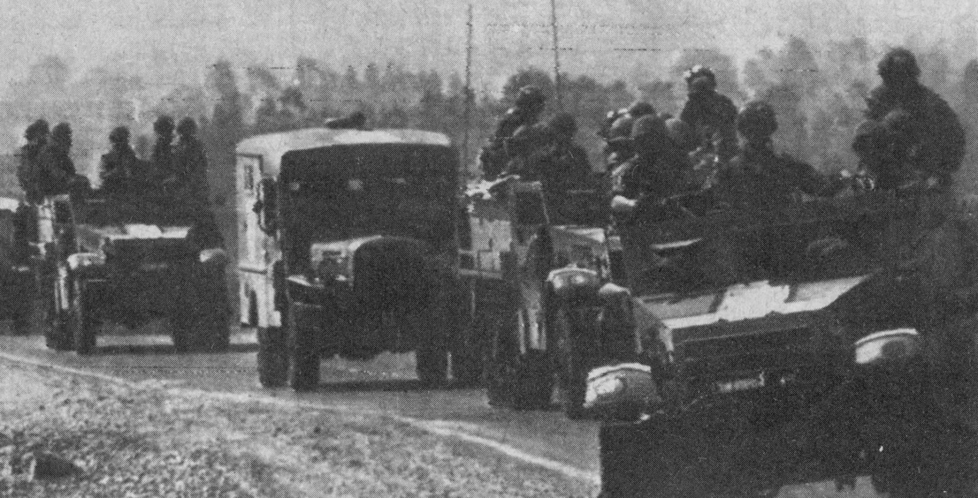 العربات الحربية تحمل الجنود اللإسرائليين في جنوب لبنان.. صورة أرشيفية