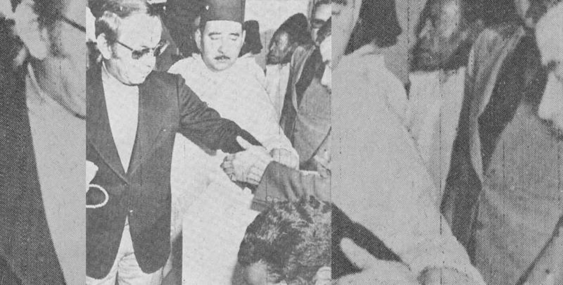 الملك الحسن الثاني ملك المغرب يدلي بصوته في الاستفتاء على الدستور.. صورة أرشيفية