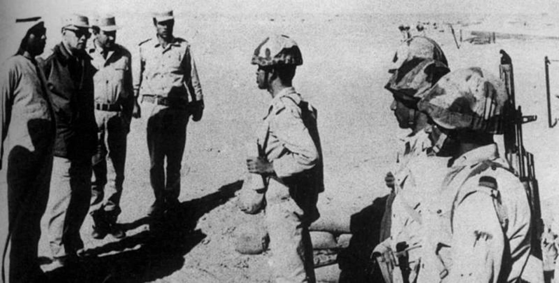 الشيخ سعد يتفقد القوات على الجبهة المصرية عام 1972.. صورة أرشيفية