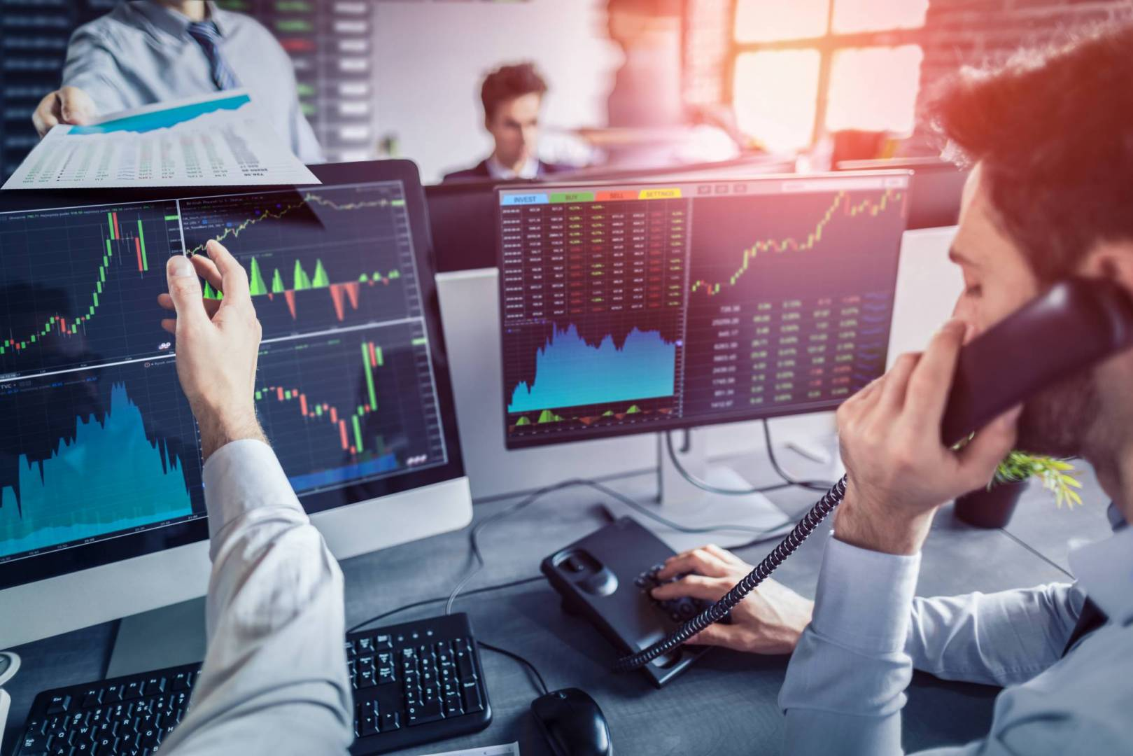 لماذا يجب الاستثمار أكثر في الأسهم؟