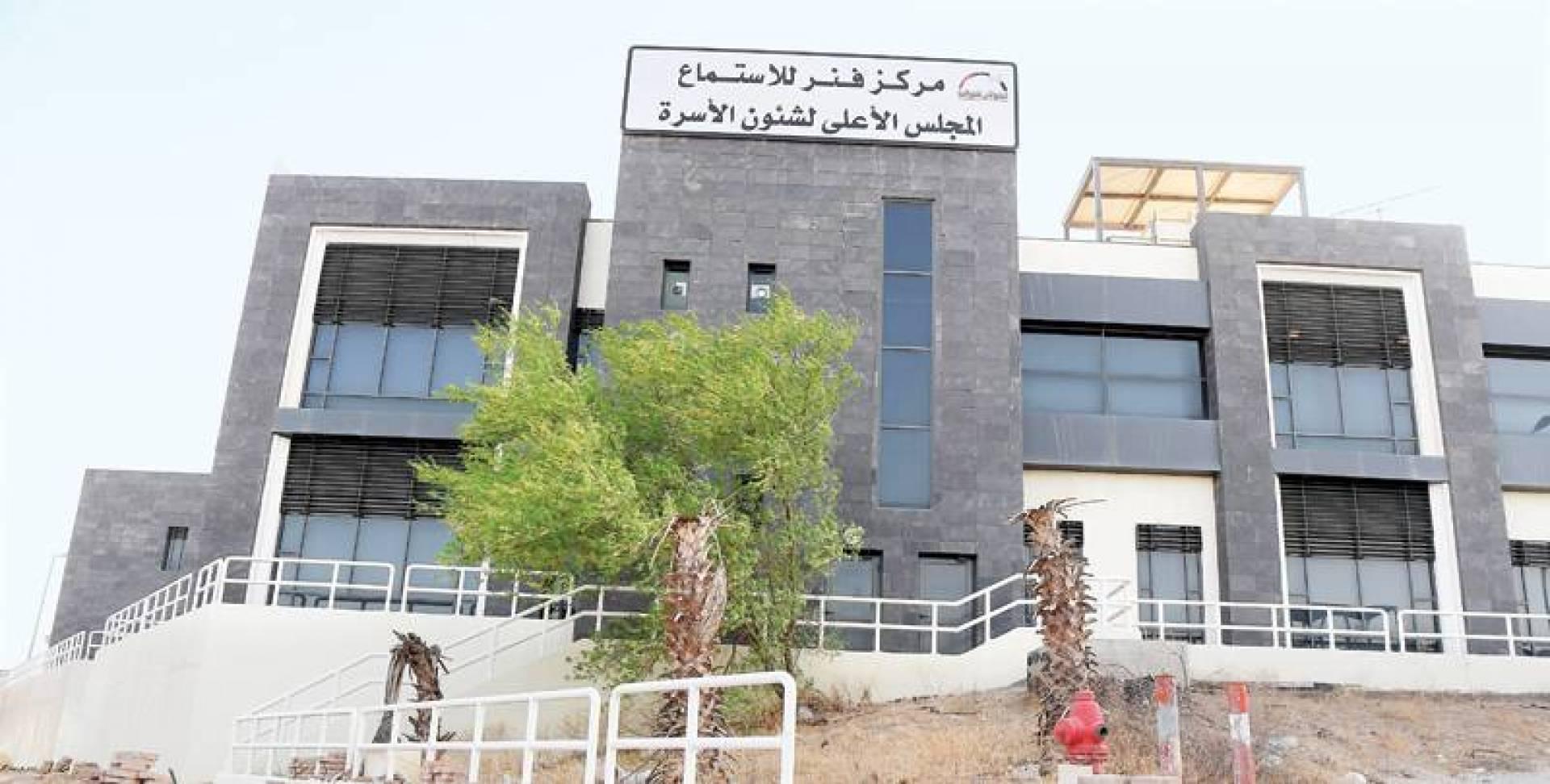 مركز فنر للاستماع في مبنى الإيواء مجرد مبنى مهجور | تصوير مصطفى نجم
