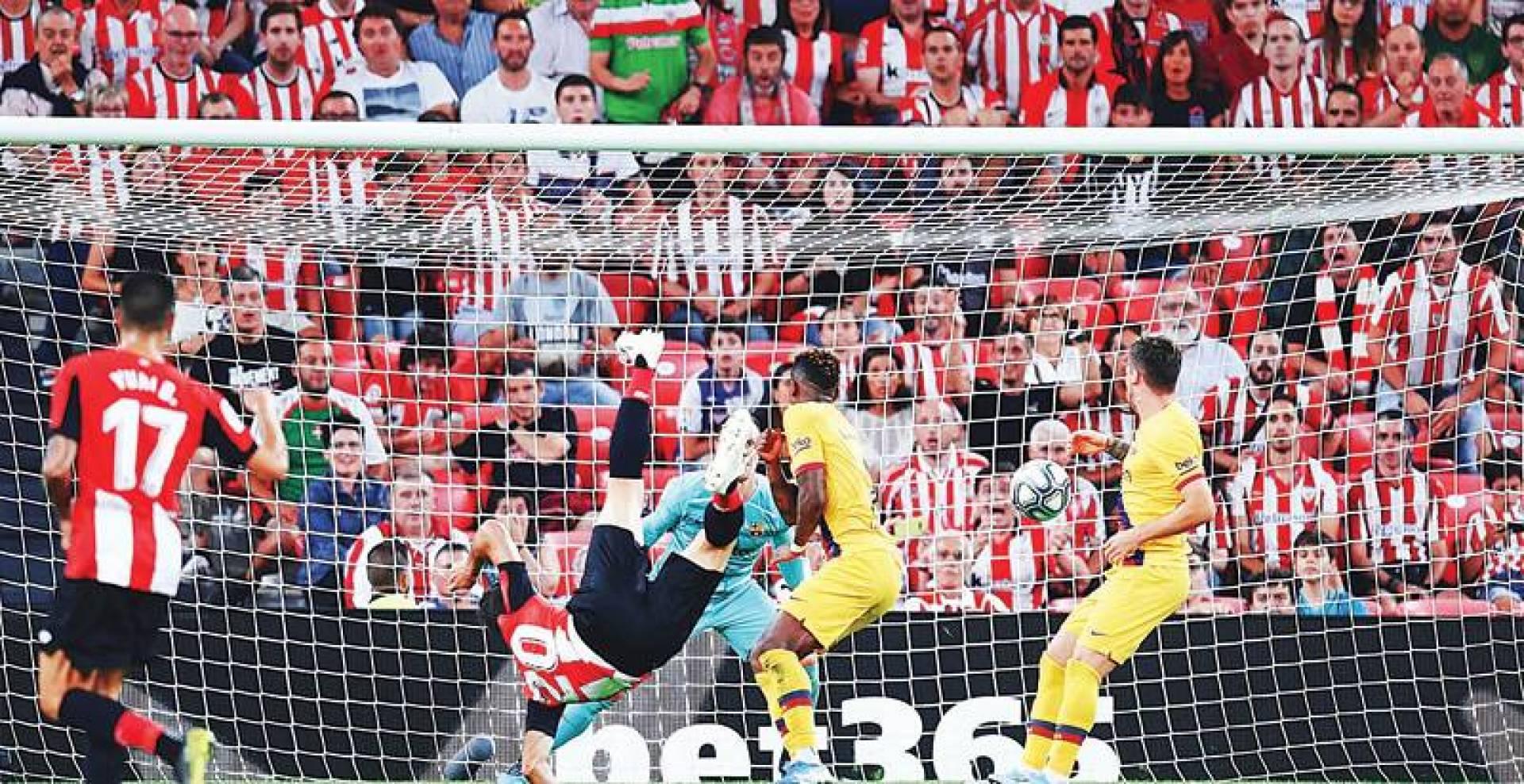أدوريز لحظة تسجيله الهدف الرائع في مرمى برشلونة | إنترنت
