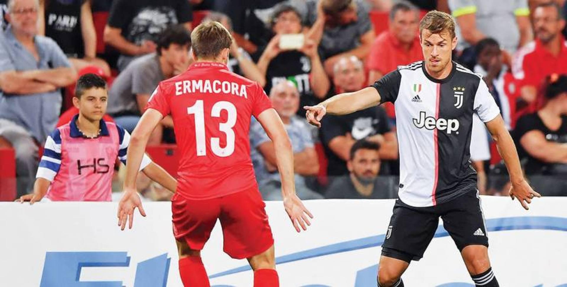 رامسي يحاول المرور من لاعب ترييستينا | موقع يوفنتوس