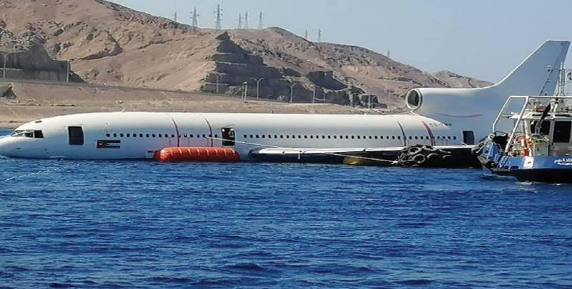الأردن يغرق طائرة تجارية في خليج العقبة