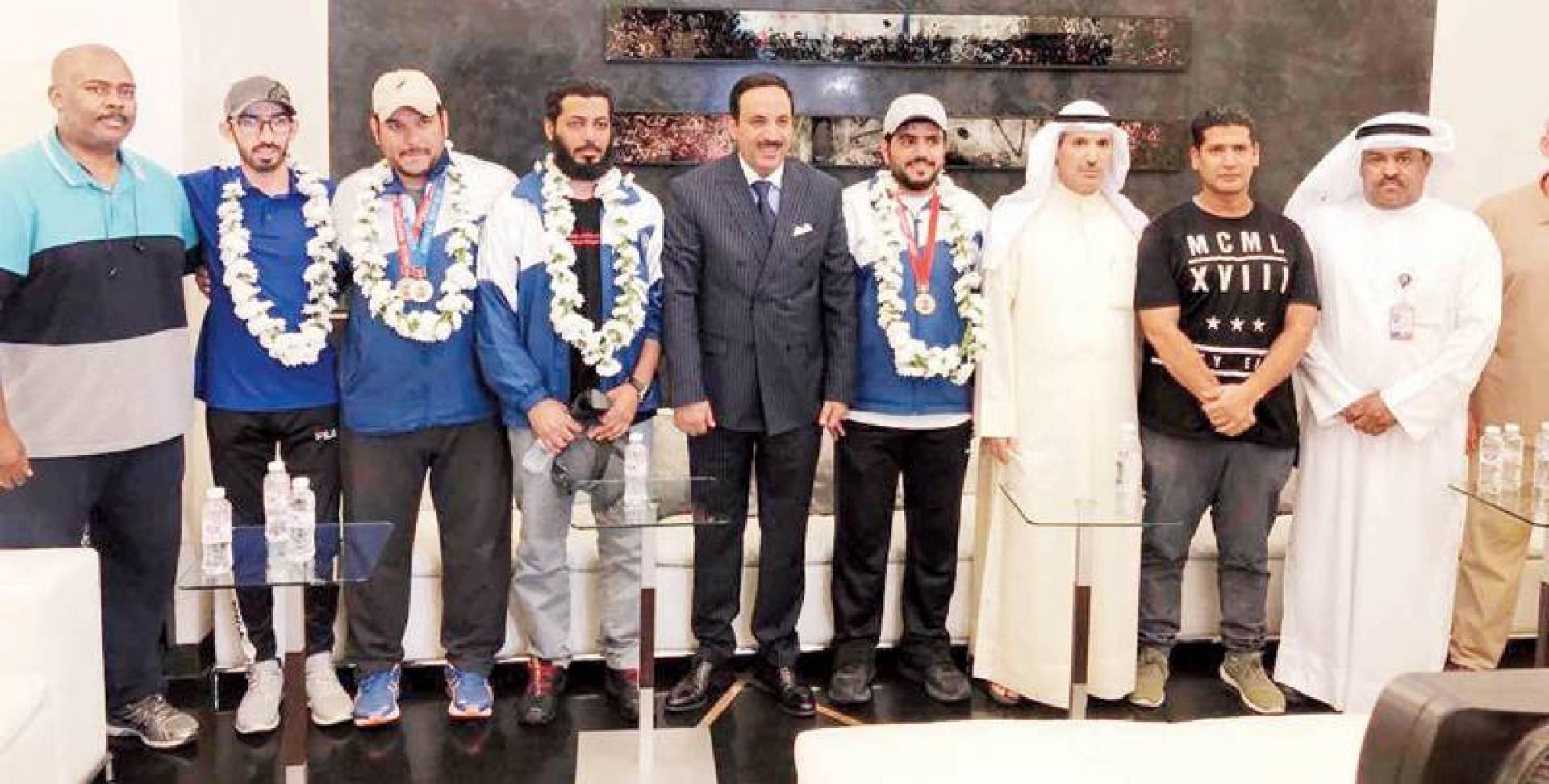صورة جماعية لرماة الكويت مع العتيبي والعصيمي | كونا