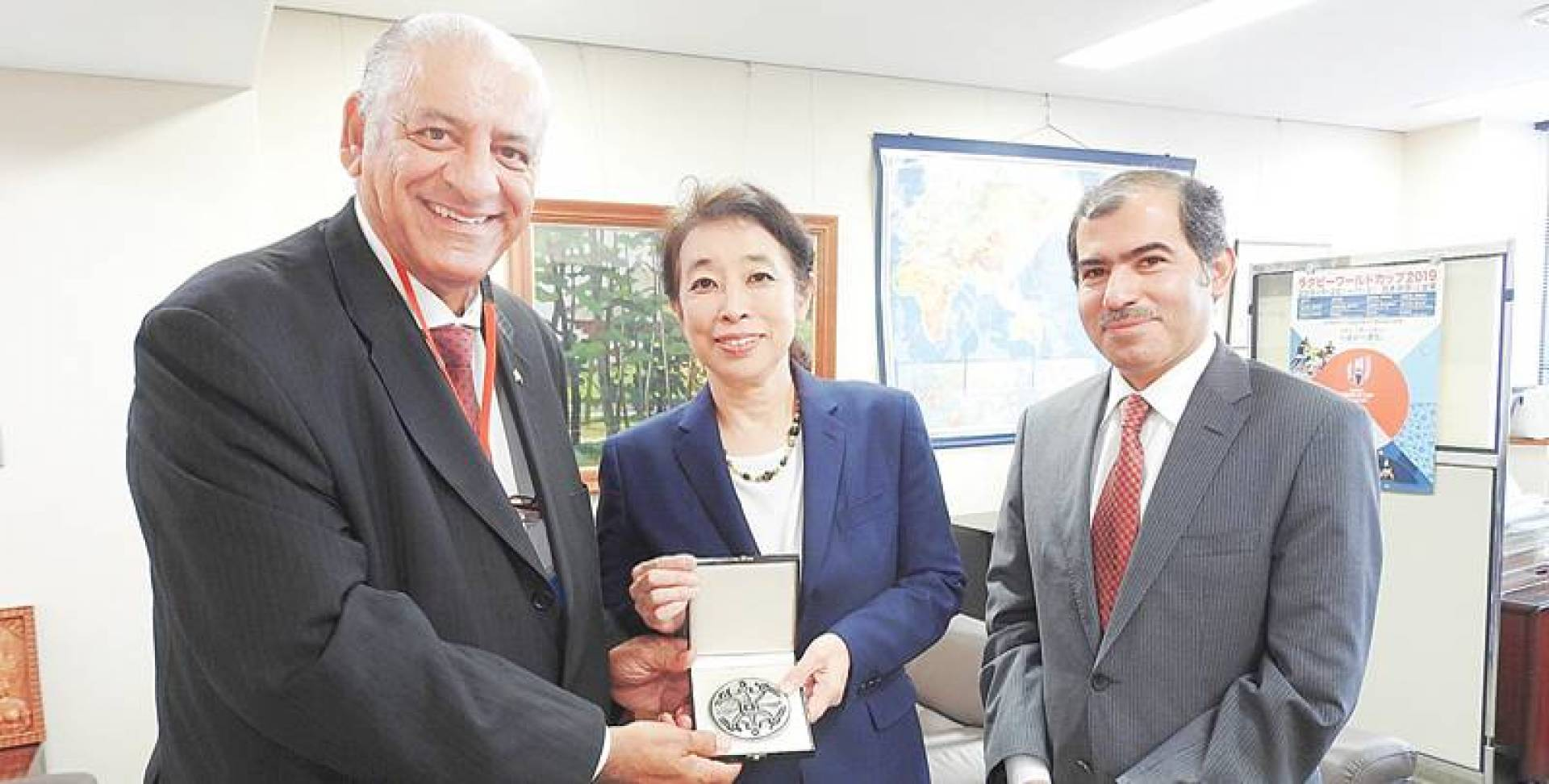 مساعدة وزير الخارجية اليابانية مع سفير الكويت لدى اليابان
