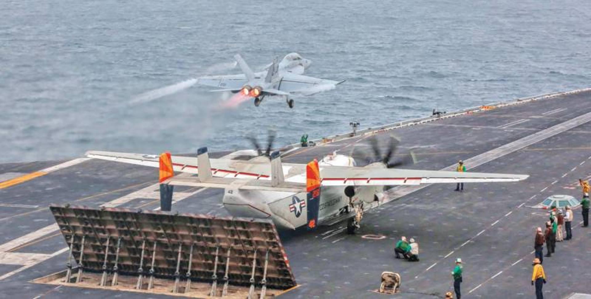 مقاتلة أميركية تقلع من فوق متن حاملة الطائرات لينكولن في بحر العرب | البحرية الأميركية