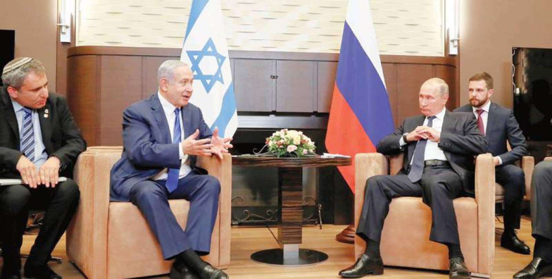 بوتين يستمع بفتور لنتانياهو خلال استقباله في منتجع سوتشي الخميس الماضي   رويترز