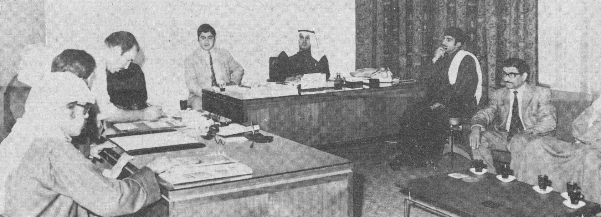 عدد من السادة الفائزين في مكتب الأستاذ جاسم النصف.. صورة أرشيفية