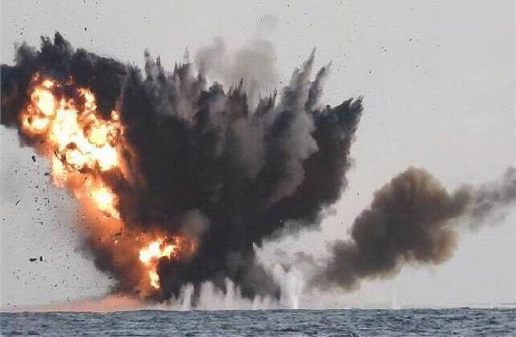 تحالف دعم الشرعية: اعتراض وتدمير زورق مفخخ لميليشيات الحوثي