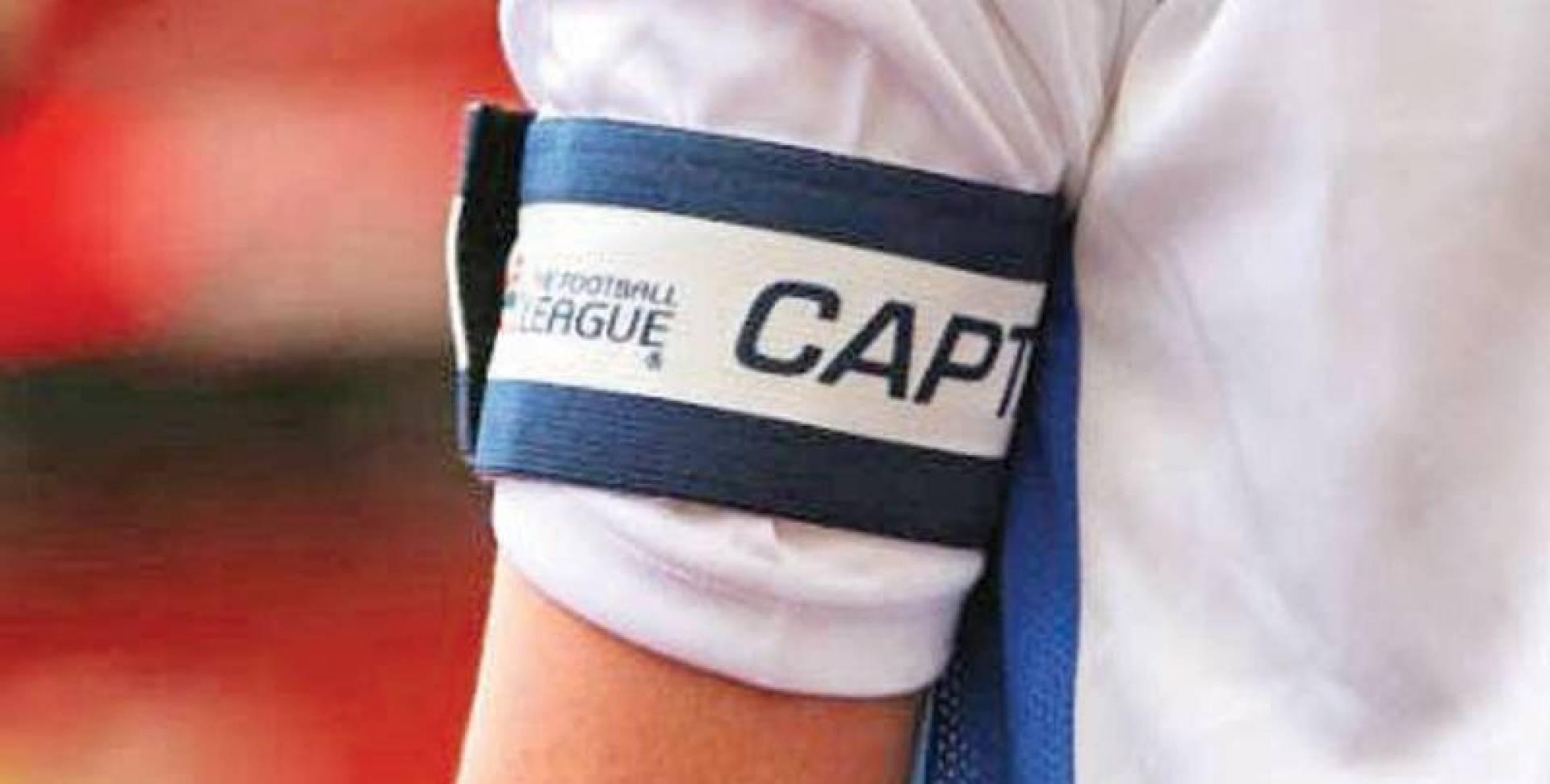 ما سبب ارتداء شارة «الكابتن» بالذراع اليسرى ؟!