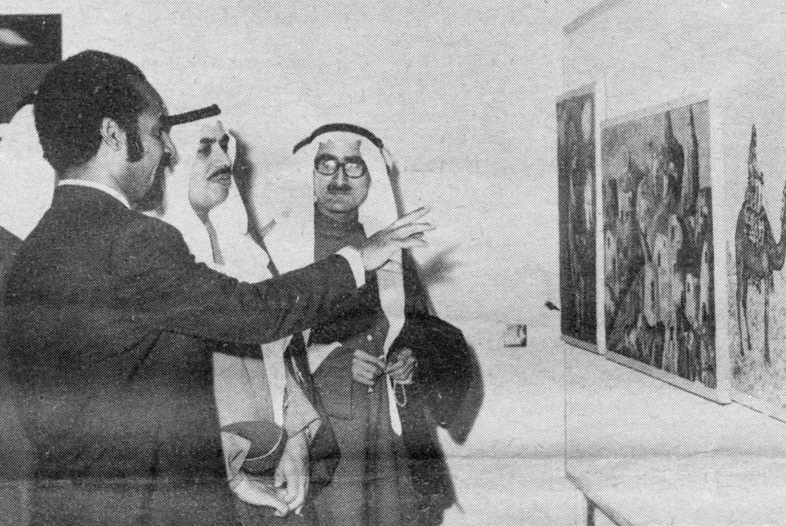 وزير الشؤون الاجتماعية والعمل حمد مبارك العيار يفتتح معرض الفنان الدكتور محمد إسماعيل