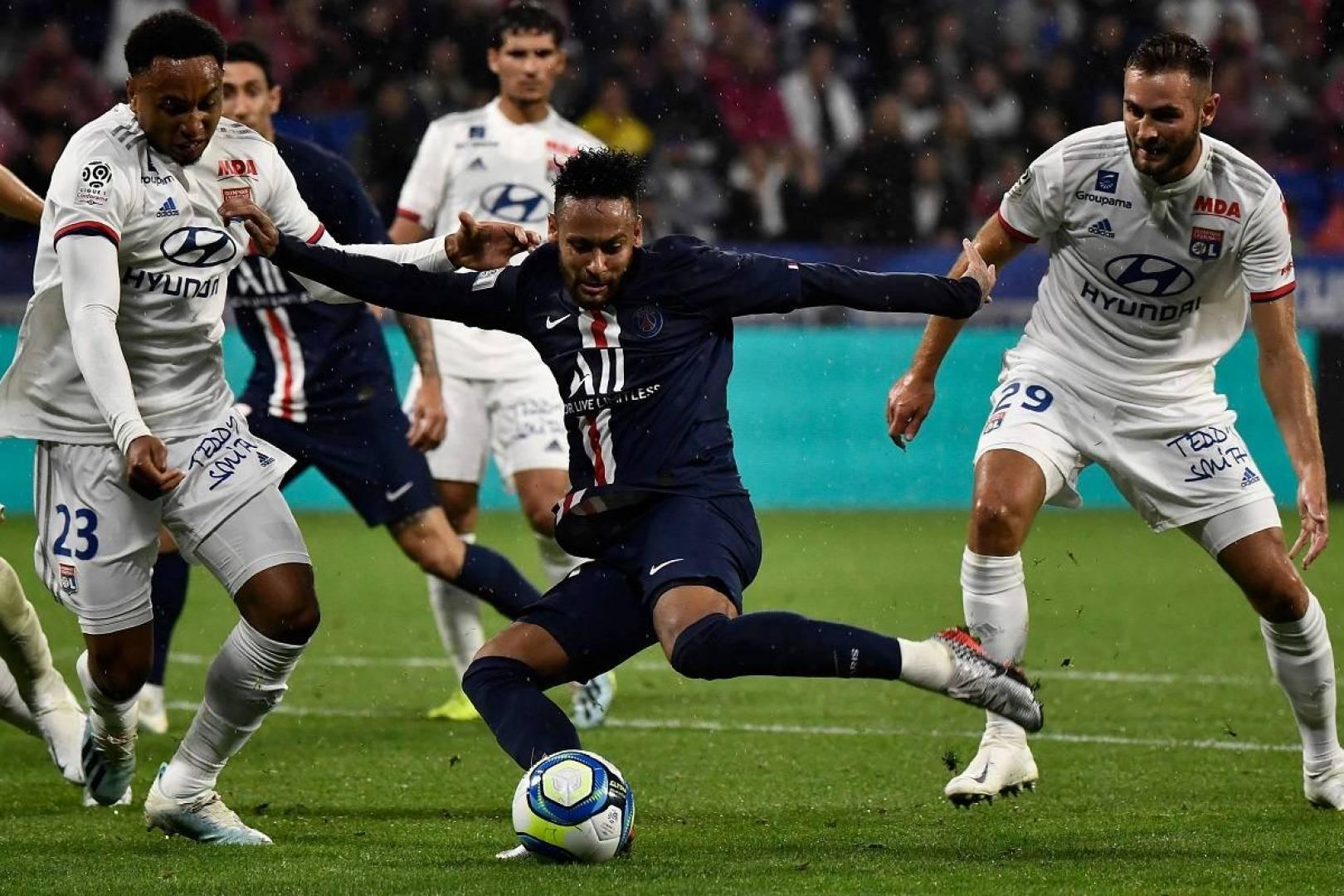 مدرب «باريس سان جيرمان»: نيمار ملتزم بنسبة 100 بالمئة