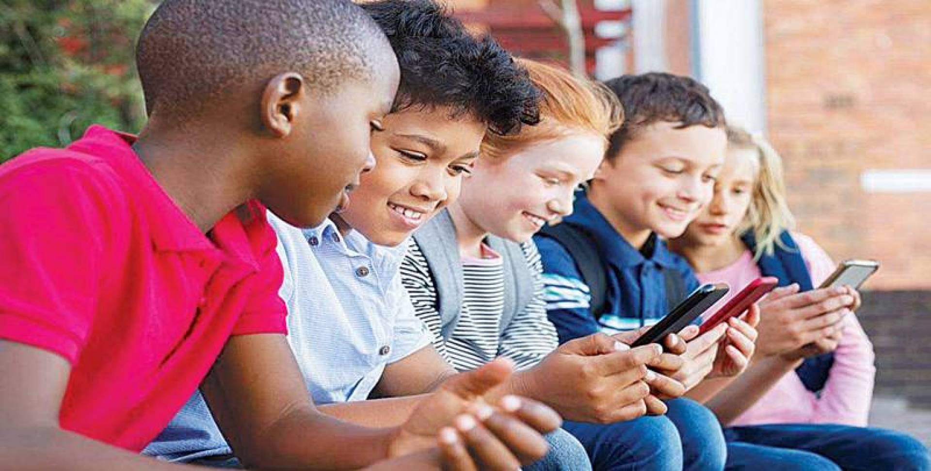 مراقبة الأطفال عبر التطبيقات تفقد الأهل دورهم الأساسي في الرعاية الصالحة