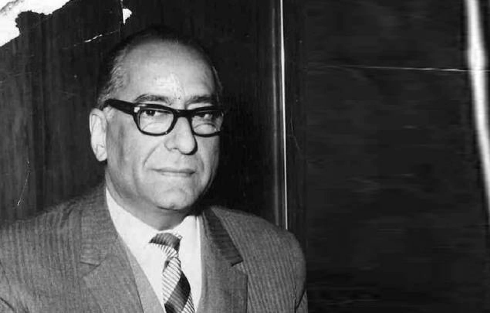 وزير الدولة لشؤون مجلس الوزراء السيد عبدالعزيز حسين.. صورة أرشيفية