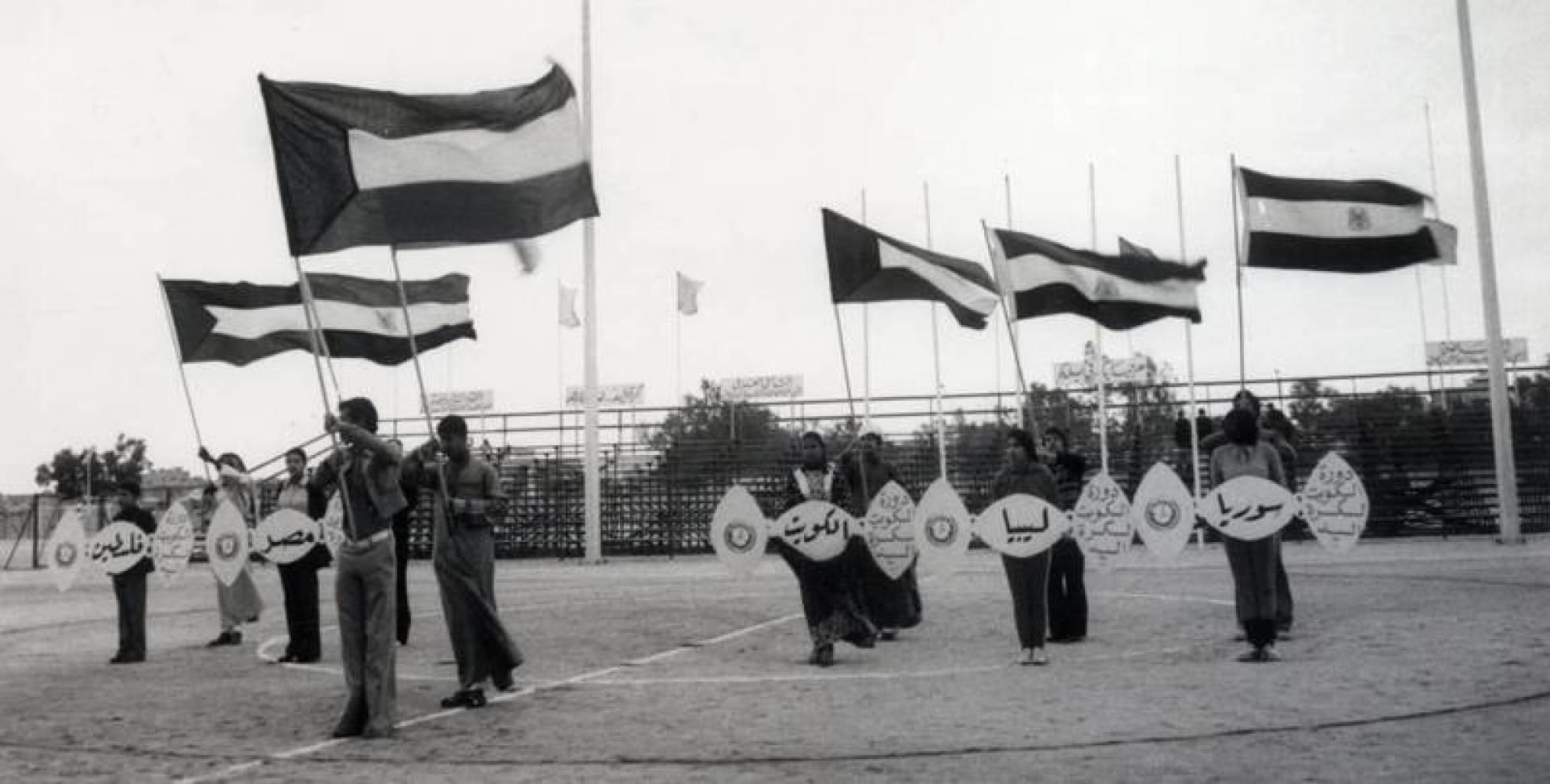 علم الكويت يتقدم أعلام الدول المشتركة في دورة الكويت لكرة اليد