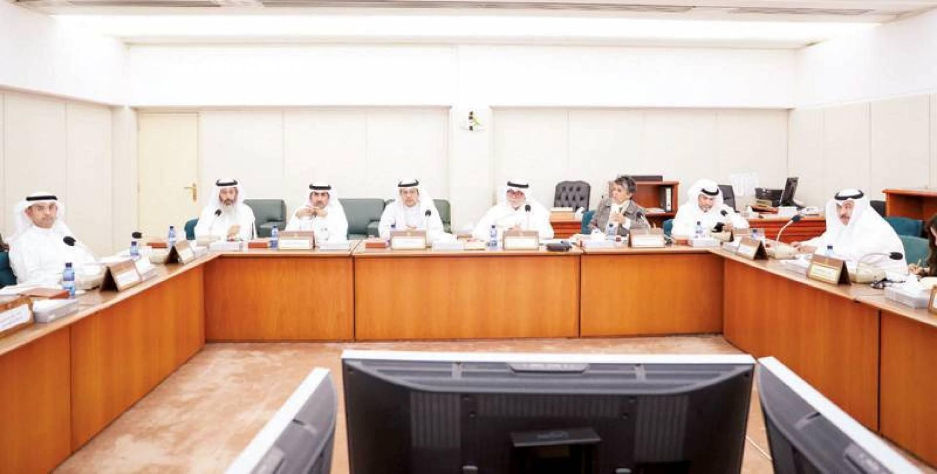جانب من اجتماع المالية البرلمانية أمس