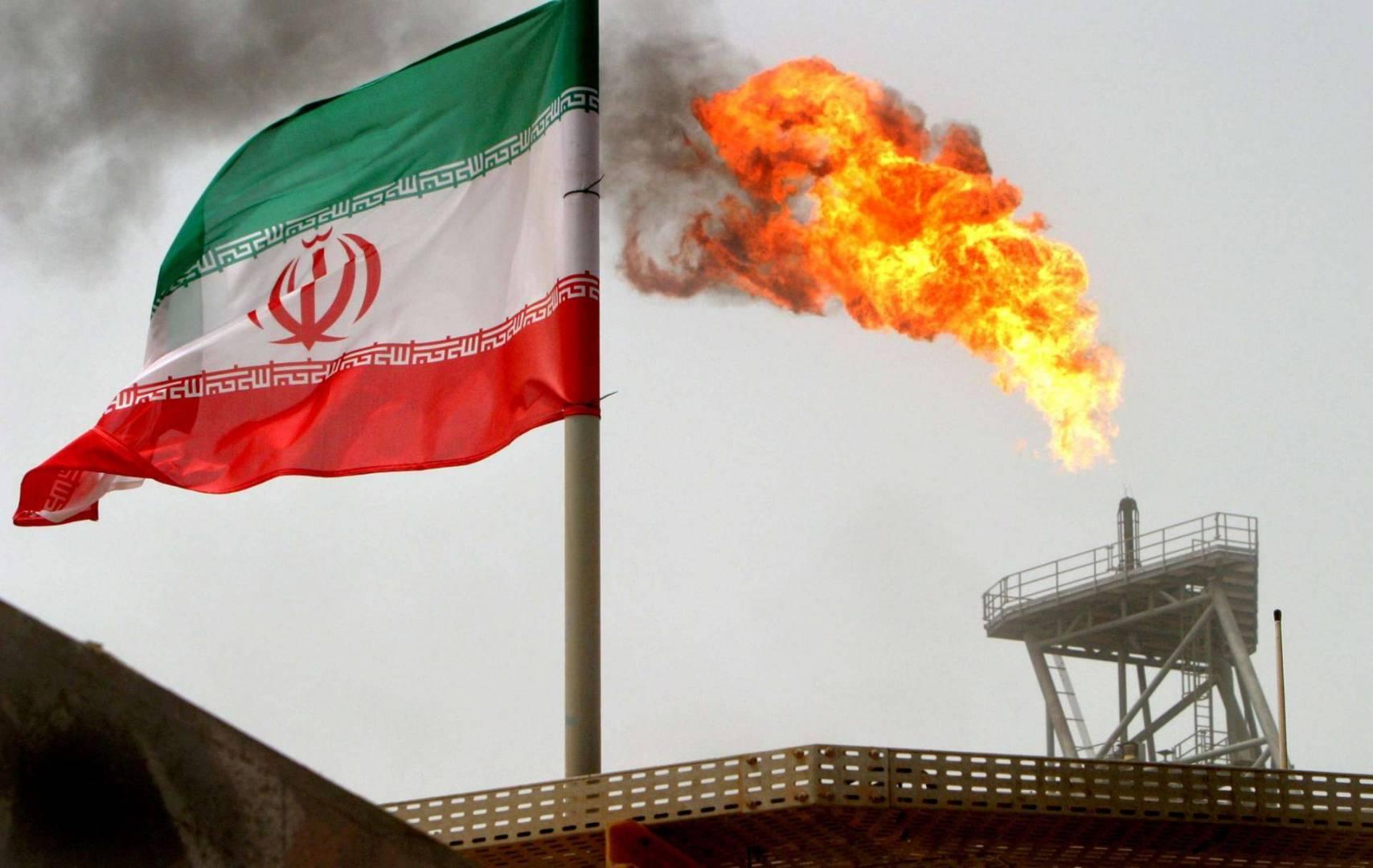 طهران: العقوبات أدت إلى تراجع قطاع النفط في إيران