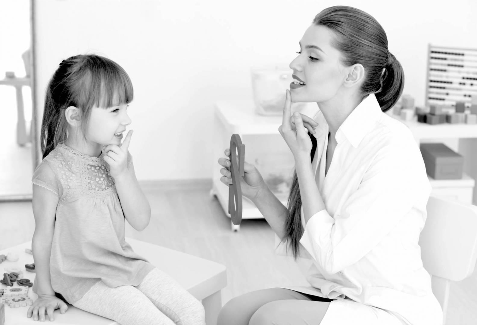 تعرفي على أسباب وعلاج تأخر الكلام عند طفلك؟