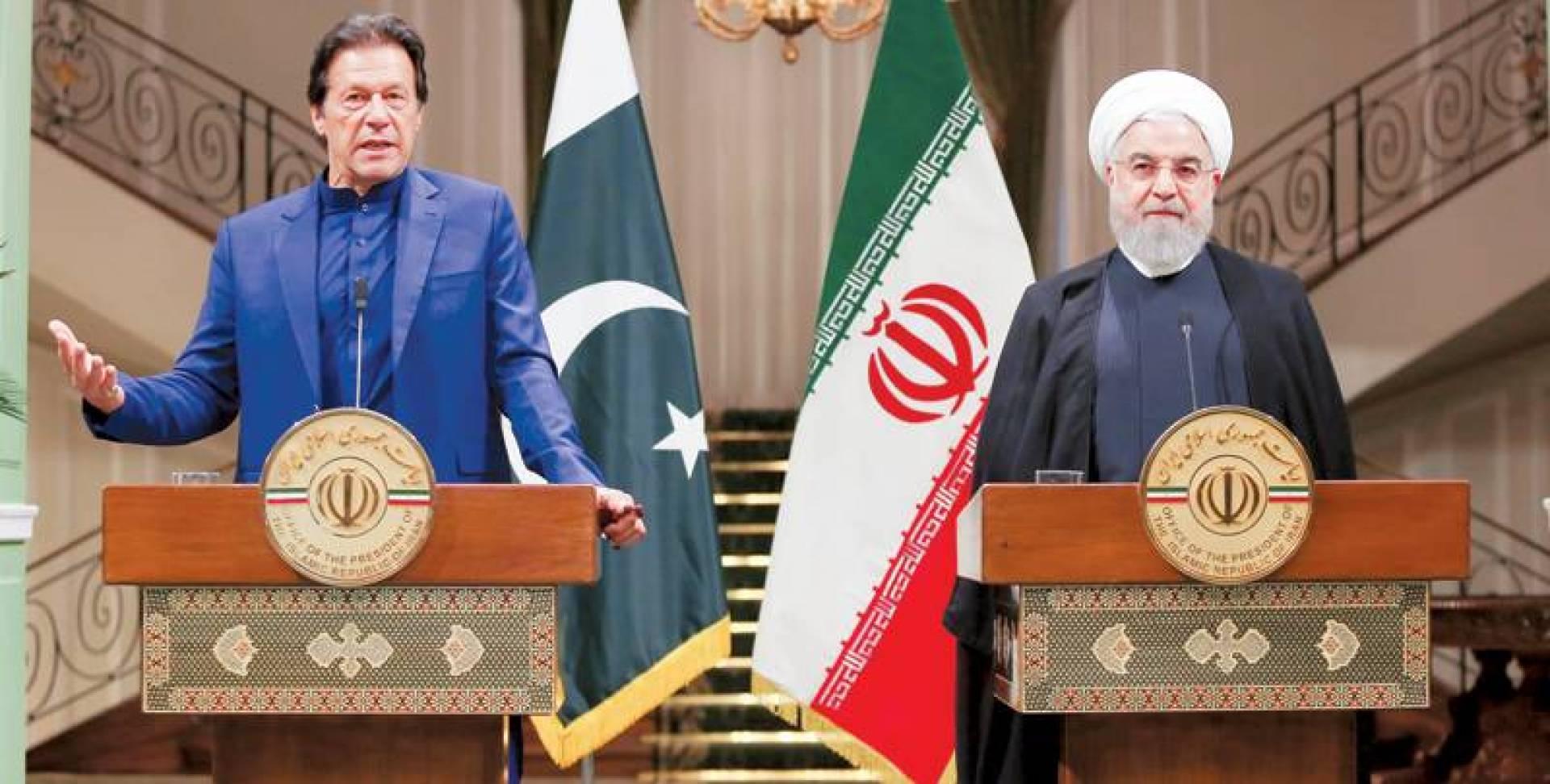 خان متحدثاً خلال المؤتمر الصحافي مع روحاني في طهران أمس | رويترز