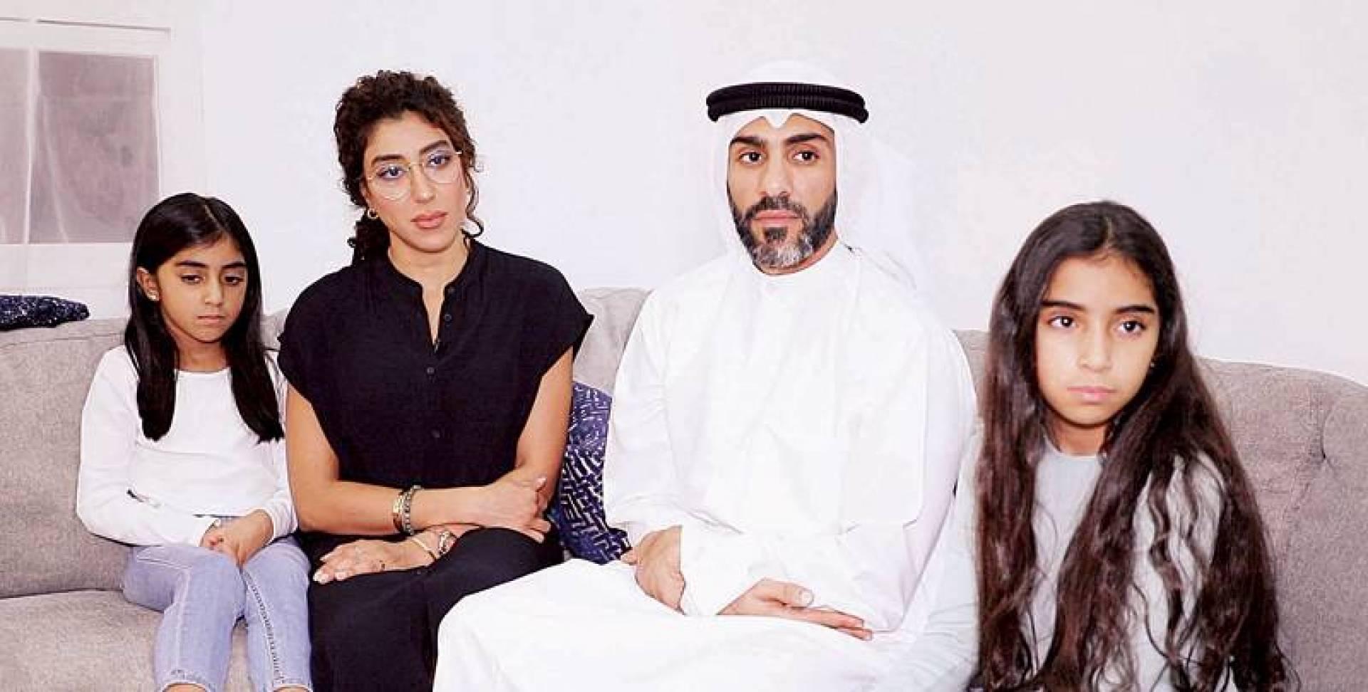 حمزة القطان وزوجته د. فاطمة الصيرفي وابنتاهما جود وريم