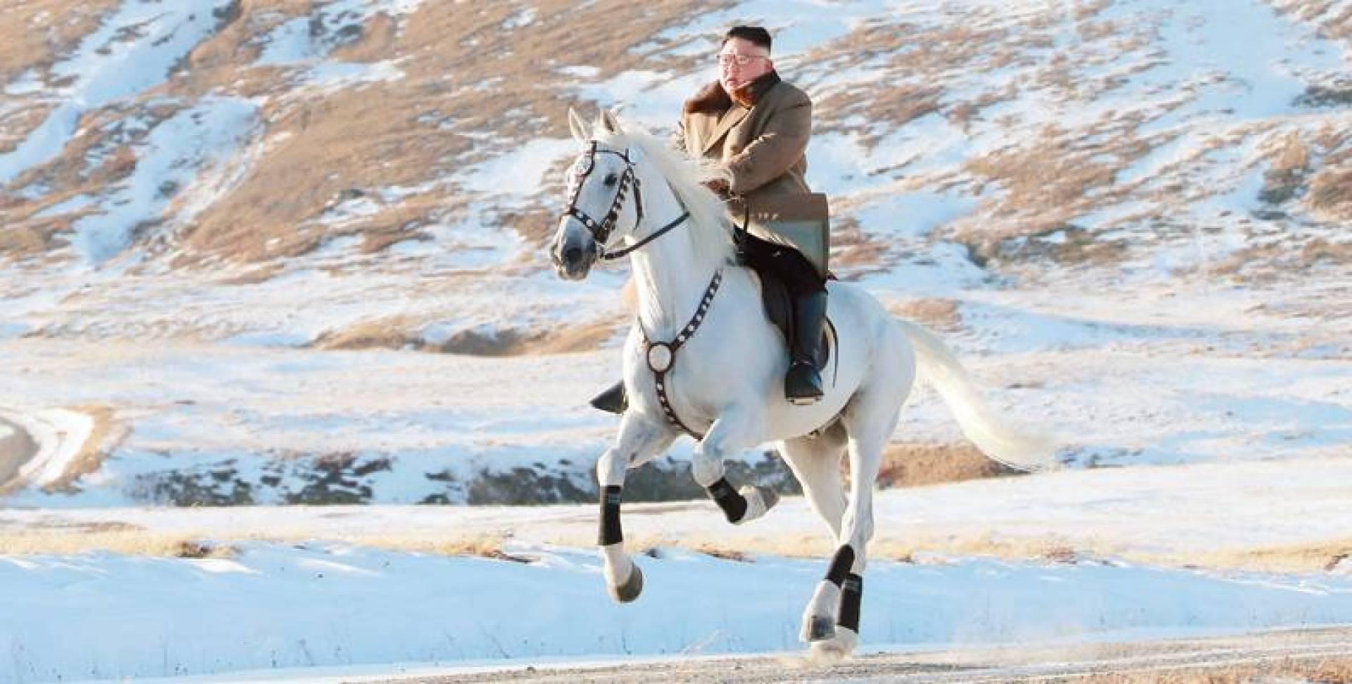 كيم على الحصان خلال نزهته قرب جبل بايكتو| رويترز