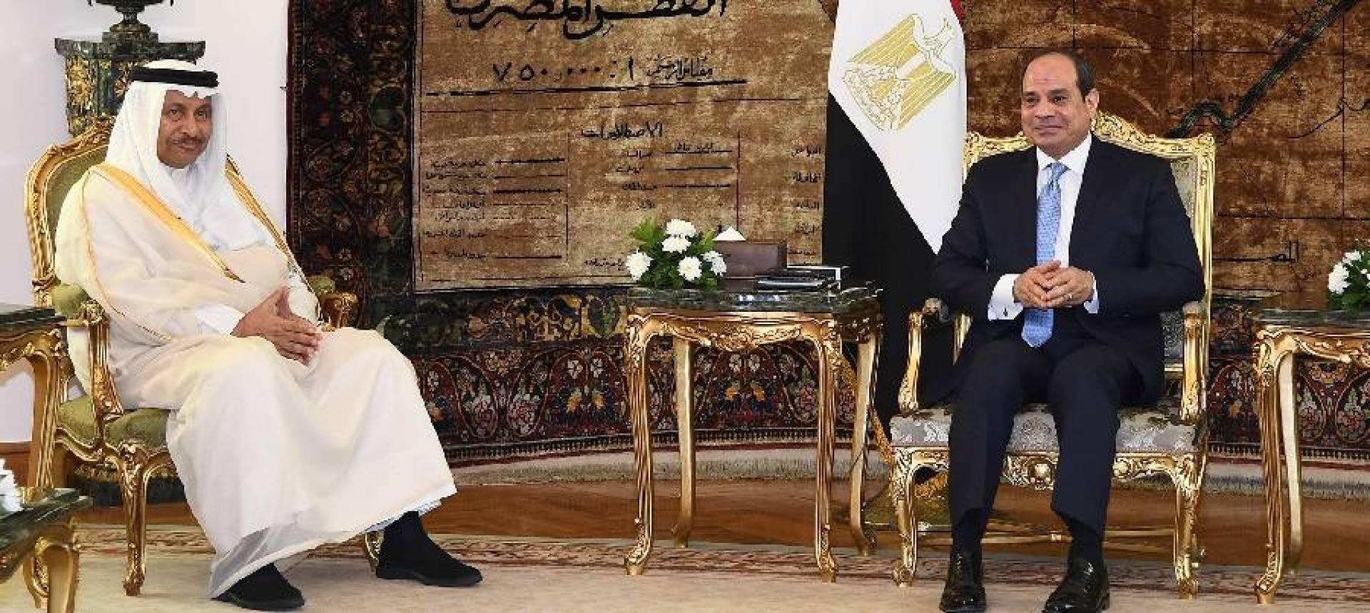 رئيس الوزراء يسلم رسالة خطية من سمو الأمير إلى الرئيس المصري