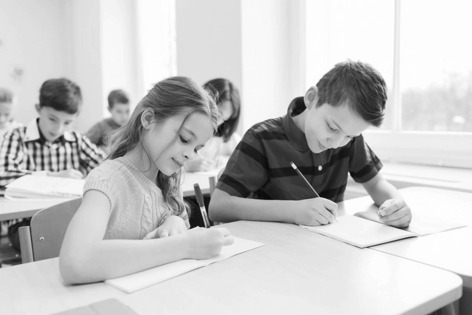كيف تدربين طفلكِ على اجتياز امتحاناته بنجاح؟