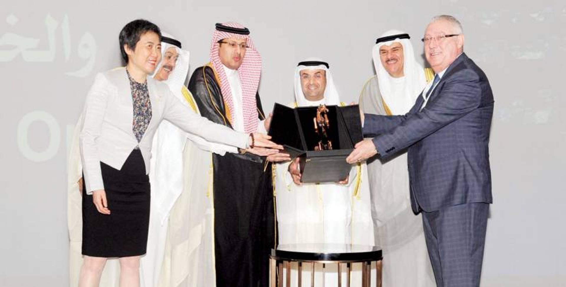 تكريم الاتحاد العربي للوزير الحجرف | تصوير أحمد سرور