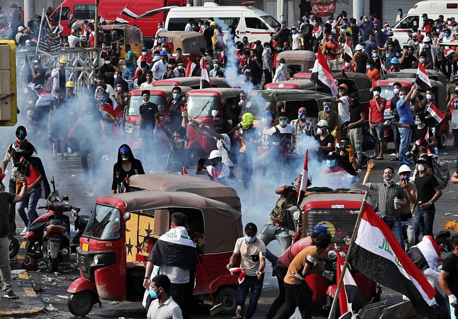 مواجهات جديدة بين المحتجين وقوات الأمن العراقية على جسر السنك في بغداد