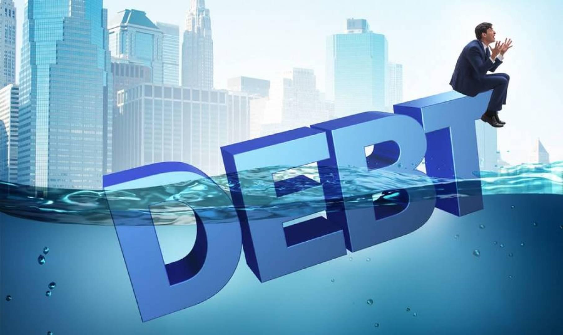 12 نصيحة لانتشال الغارقين من ديونهم