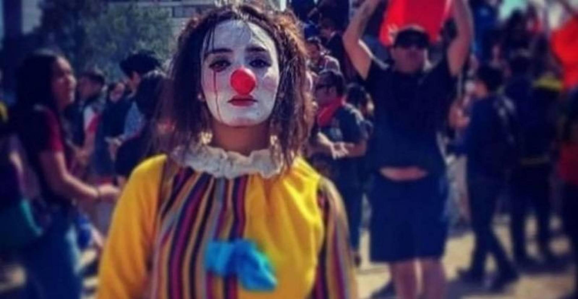 كيف تحولت دانييلا كاراسكو من متظاهرة إلى أيقونة في تشيلي؟