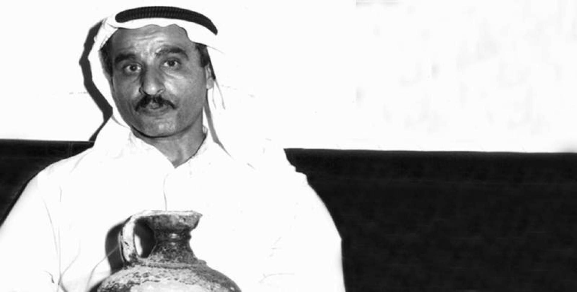 خالد سعود الزيد يمسك بجرة الصبية بعد اكتشافها.. أرشيفية