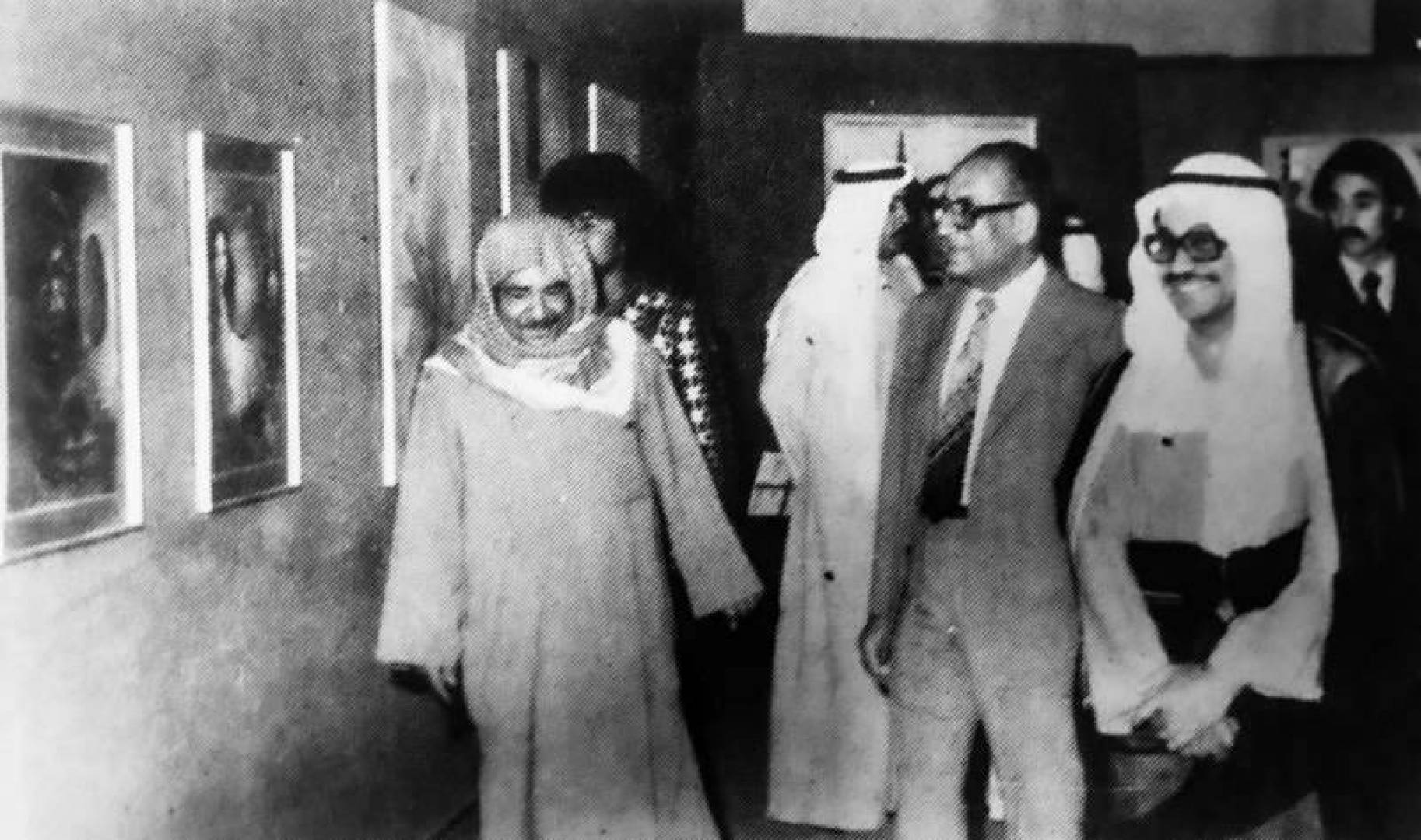 1980| عبدالعزيز حسين يفتتح معرض الفنانين المتفرغين الرابع