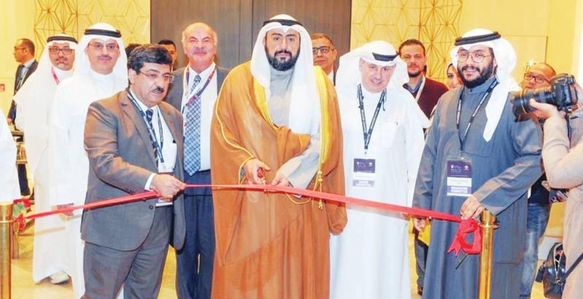 باسل الصباح ومسؤولون صحّيون لدى افتتاح المؤتمر الطبي