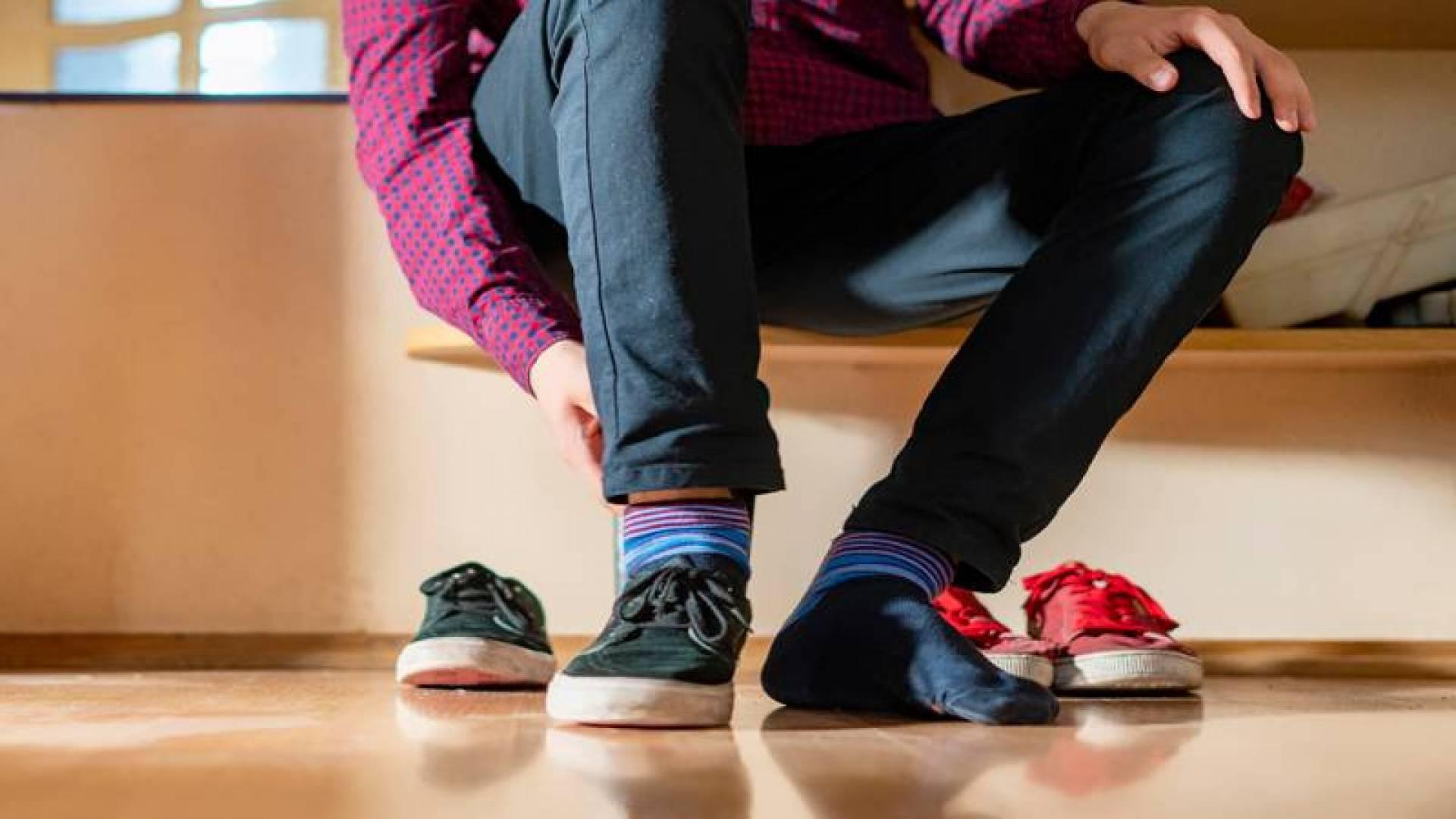 4 خطوات للحصول على مقاسك المناسب في الأحذية