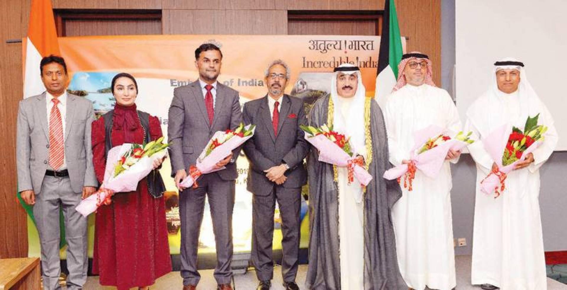 يوسف مصطفى والسفير الهندي لدى الكويت