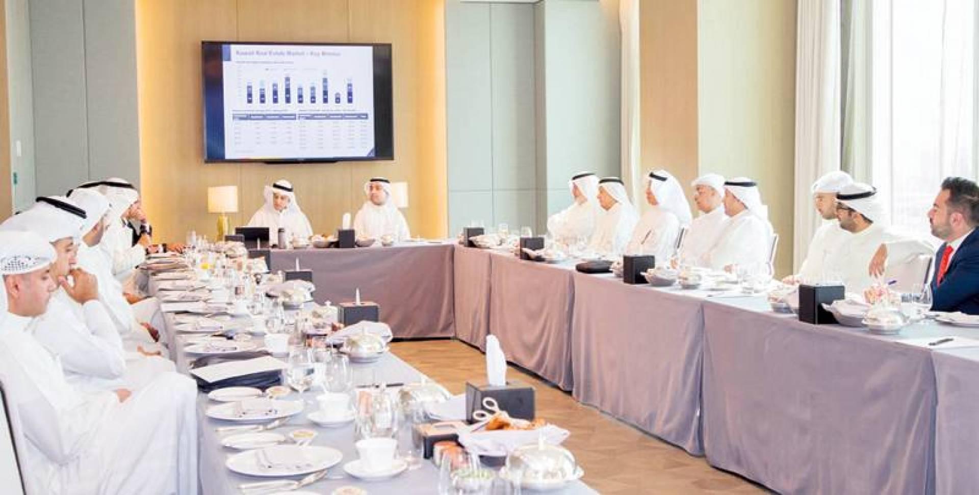 المشاركون في جلسة بنك الخليج العقارية