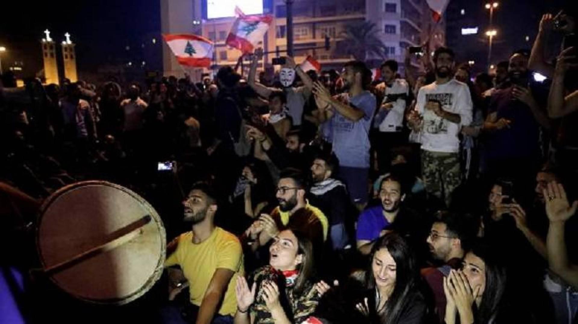 مئات المتظاهرين يتجمعون أمام بلدية بيروت استعداداً للتظاهر
