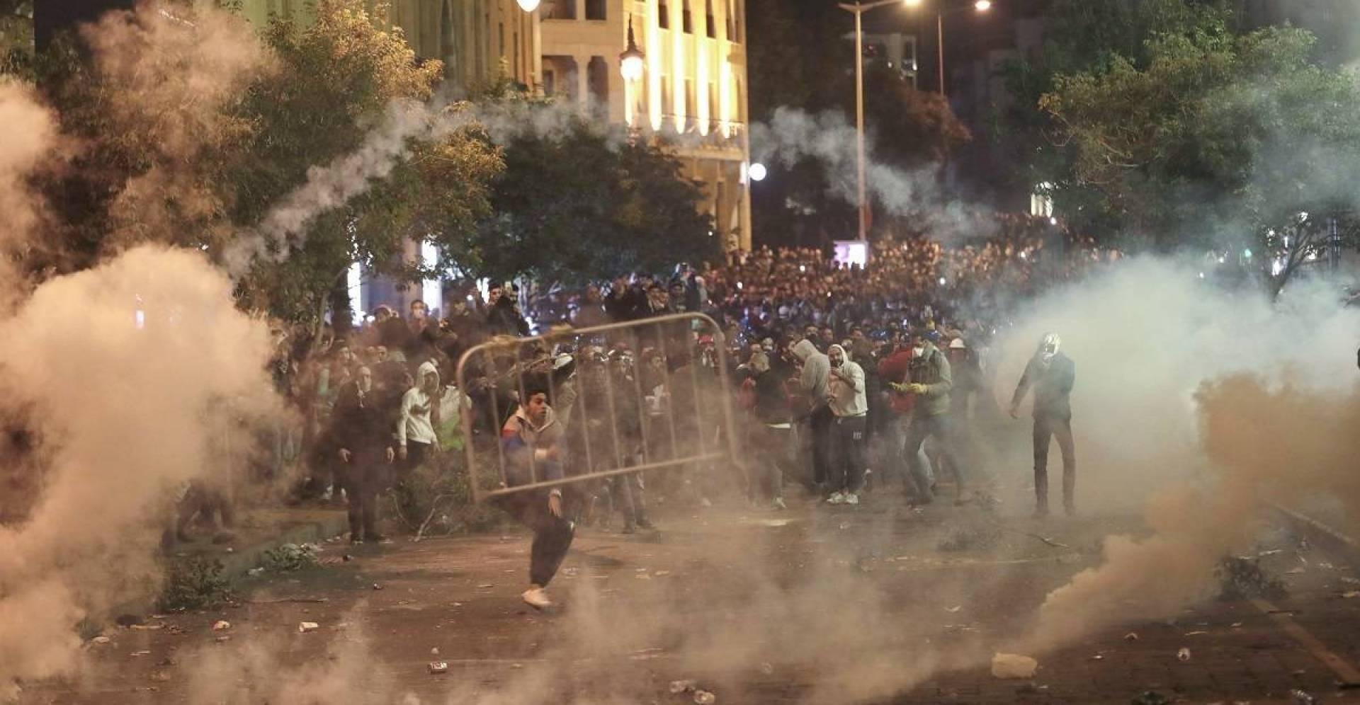 وزيرة الداخلية اللبنانية تحث المتظاهرين على إخلاء شوارع بيروت