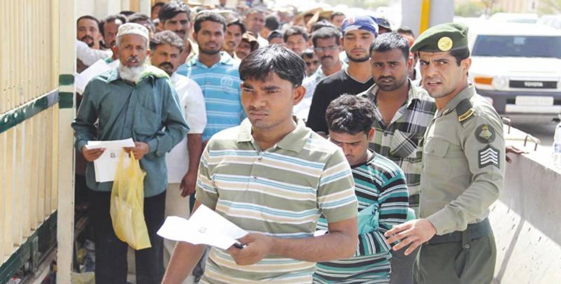 السعودية ترفع رسوم العمالة الوافدة