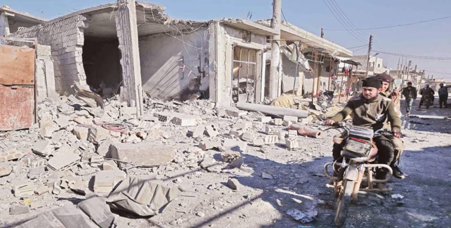 اثار القصف في معصران قرب معرة النعمان في ادلب | ا ف ب