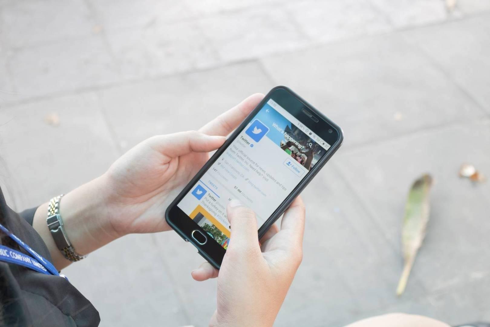 «تويتر» تسد ثغرة أمنية سمحت بكشف معلومات شخصية لمستخدمين