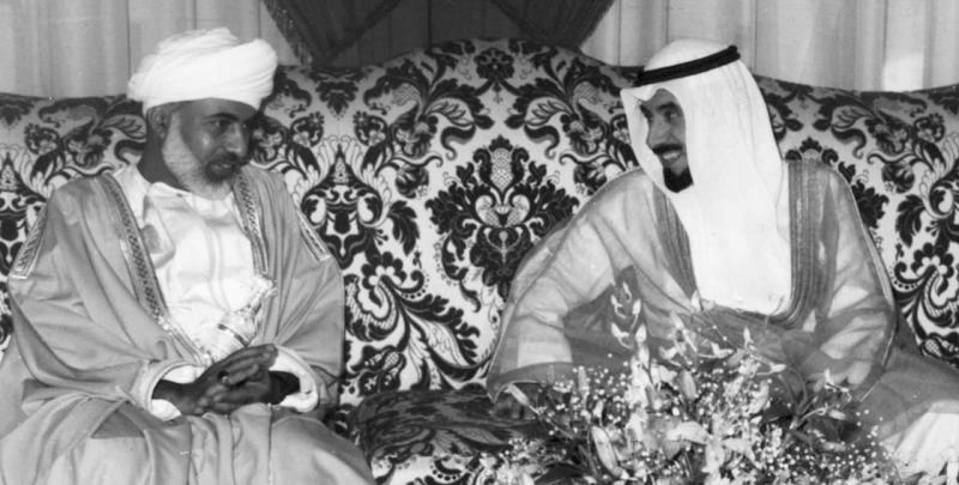 سمو الأمير يرحب بالسلطان قابوس