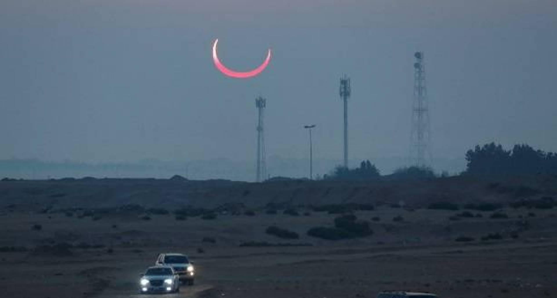 صورة لكسوف الشمس التقطتها عدسة «الجزيرة - الخليج»